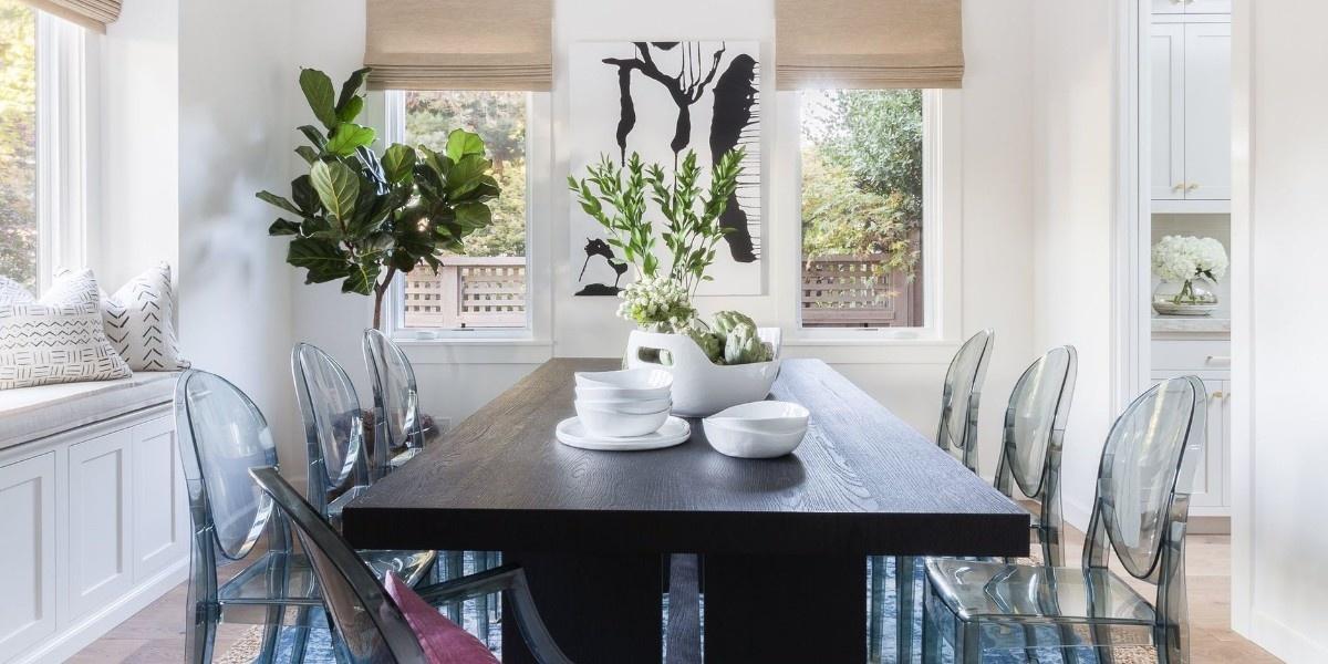 Прозрачные стулья в интерьере: 25+ примеров