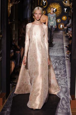 Показы мод Valentino Осень-зима 2013-2014 | Подиум на ELLE - Подиум - фото 3498