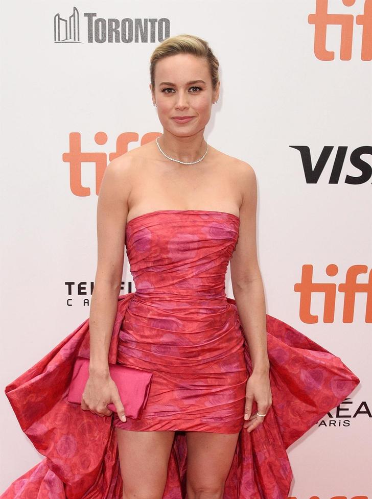 Мини или макси? Какое розовое платье выбирает главная голливудская блондинка (фото 2)