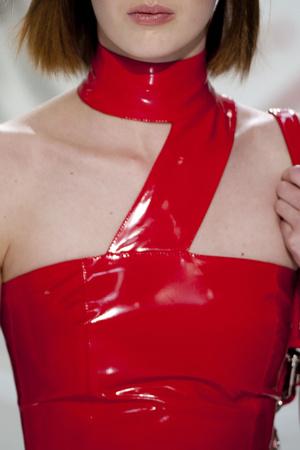 Показ Versace коллекции сезона Осень-зима 2013-2014 года Prêt-à-porter - www.elle.ru - Подиум - фото 523222