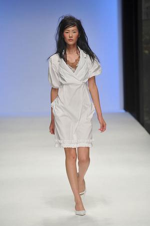Показы мод Betty Jackson Весна-лето 2010 | Подиум на ELLE - Подиум - фото 3039
