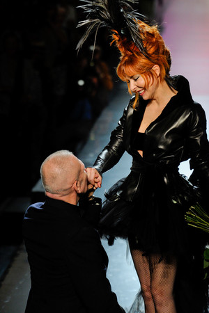 Показы мод Jean Paul Gaultier Осень-зима 2011-2012 | Подиум на ELLE - Подиум - фото 2096