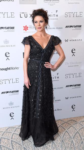 Цвет ночи: Кэтрин Зета-Джонс в платье Temperley London (фото 2)