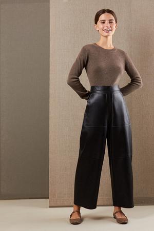 Кожаные брюки: какие купить и с чем носить (фото 11.1)