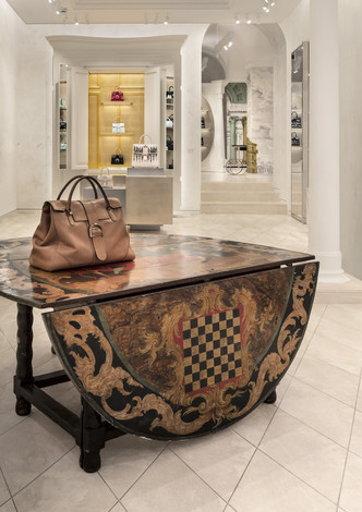 Delvaux opens its first boutique in Rome (фото 3.1)