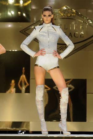 Показ Versace Haute Couture коллекции сезона Весна-лето 2012 года Haute couture - www.elle.ru - Подиум - фото 330087