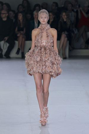 Показы мод Alexander McQueen Весна-лето 2012 | Подиум на ELLE - Подиум - фото 1781