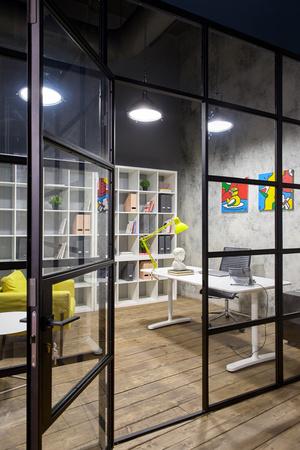 Московский офис в стиле лофт с яркими акцентами (фото 3.1)