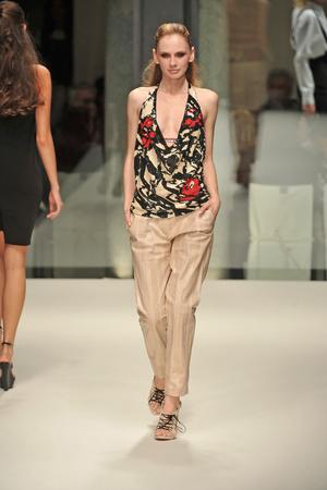 Показы мод Krizia Весна-лето 2009 | Подиум на ELLE - Подиум - фото 3346