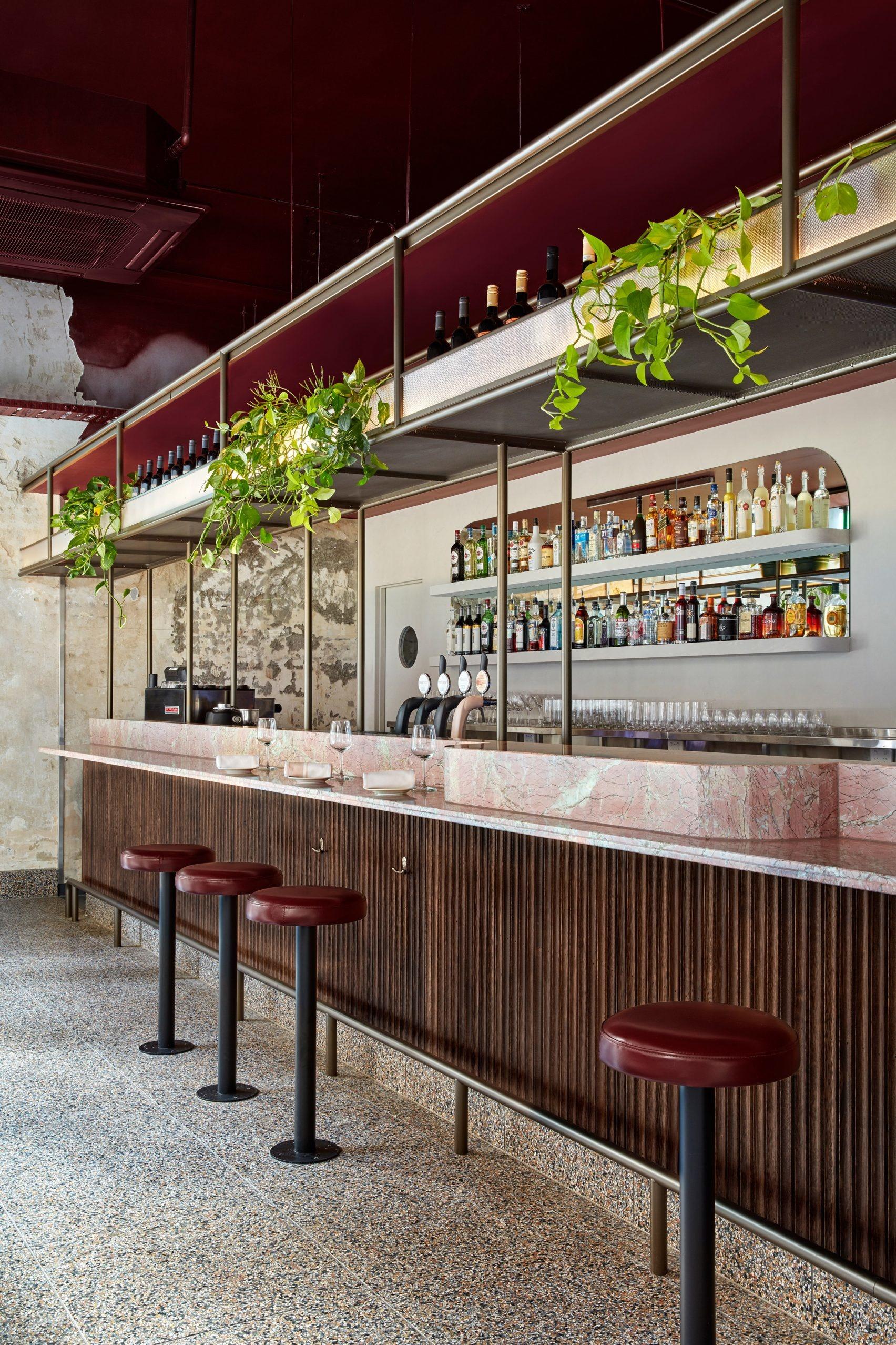 Розовый мрамор и потертый бетон: паста бар в Мельбурне (галерея 7, фото 3)