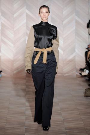 Показы мод Maison Martin Margiela Осень-зима 2012-2013 | Подиум на ELLE - Подиум - фото 1439