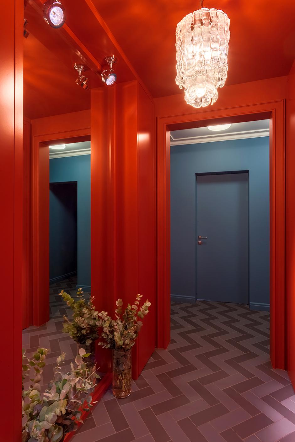 Стены и потолок красят в один цвет