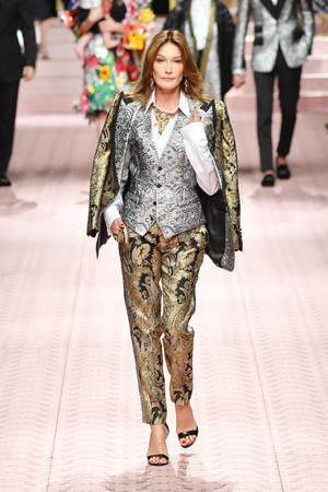 В духе Met Gala: звездопад на показе Dolce&Gabbana (фото 2.1)