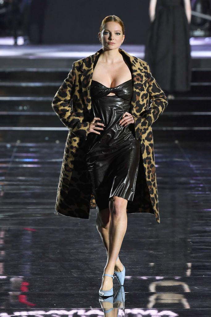 Просто потрясающе: Белла и Джиджи Хадид, Джоан Смоллс и все-все супермодели на шоу во Флоренции (фото 15)