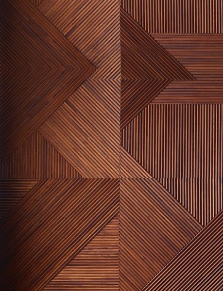 Панели Stripes Boiserie, массив дерева, дизайн Ферруччо Лавиани, Emmemobili, могут выполняться под размер и дополняться встроенной подсветкой.