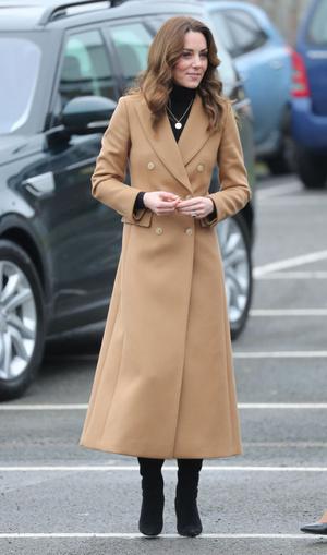 Кейт Миддлтон в безупречном бежевом пальто (фото 0.1)