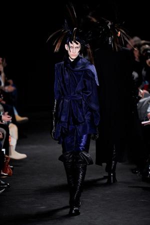 Показы мод Ann Demeulemeester Осень-зима 2012-2013 | Подиум на ELLE - Подиум - фото 1452