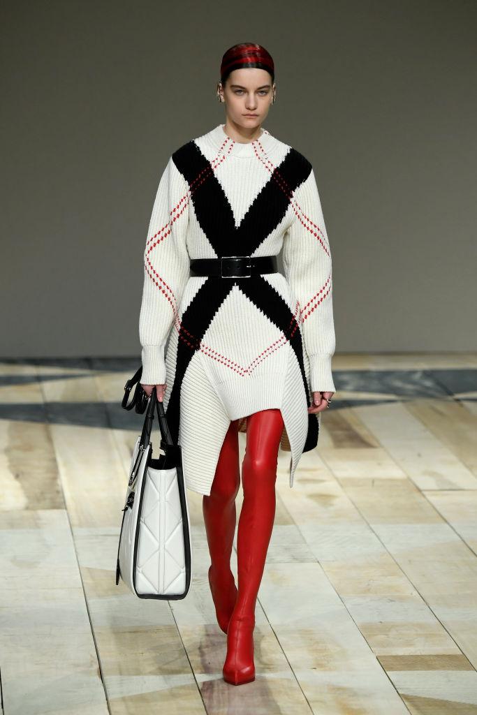 Знай наших: 11 выходов модели Алины Болотиной на Неделе моды в Париже (фото 9)