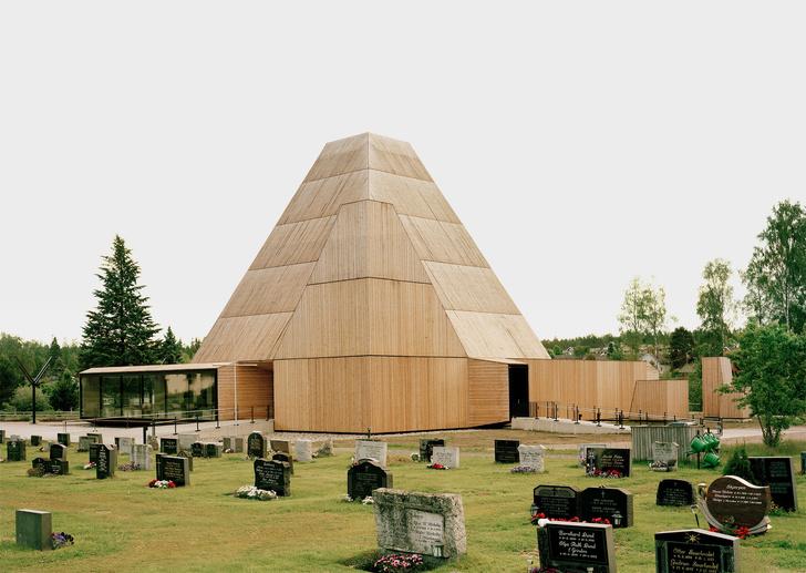 Деревянная церковь необычной формы в Норвегии (фото 2)