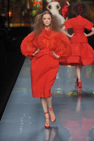 Показ Christian Dior коллекции сезона Весна-лето 2009 года Haute couture - www.elle.ru - Подиум - фото 86398