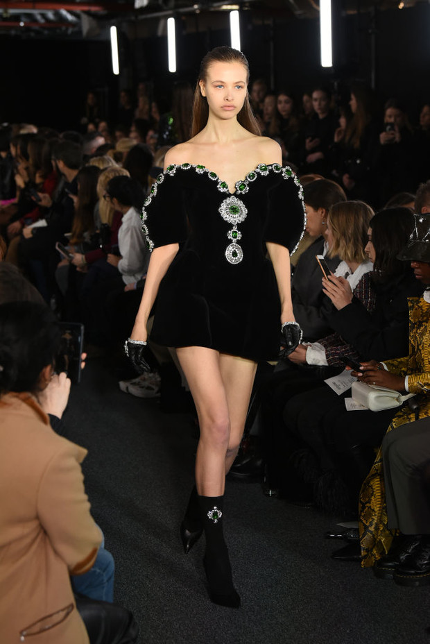 Черный – новый черный: показ David Koma на London Fashion Week (фото 10)