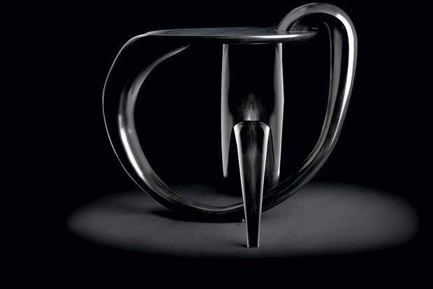 Столик из коллекции Жильдаса Бертело