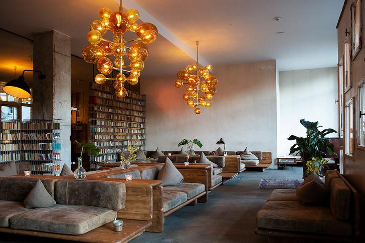 Монохромный отель в Берлине (фото 0)