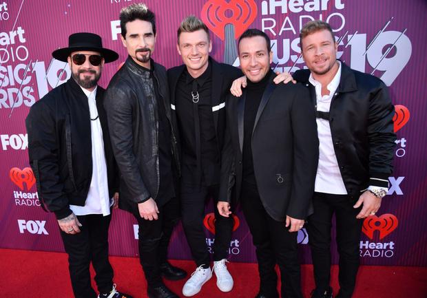 Тейлор Свифт в «чешуе», Хайди Клум в «леопарде» и Backstreet Boys в полном составе на iHeartRadio Music Awards (фото 9)