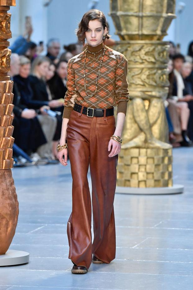 Знай наших: 11 выходов модели Алины Болотиной на Неделе моды в Париже (фото 4)