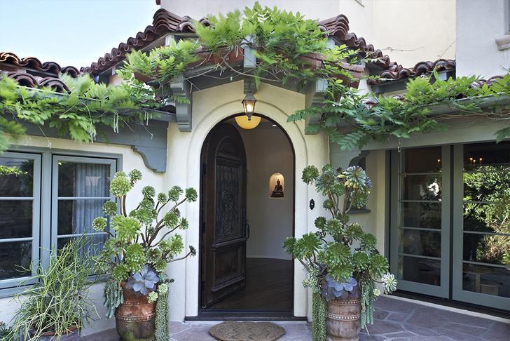 Звезда сериалов Элисон Ханниган продает свой особняк в Санта-Монике (фото 0)
