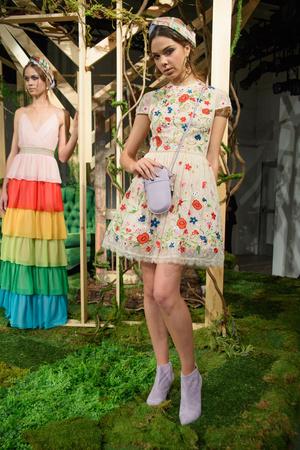 Показ Alice Olivia by Stacey Bendet коллекции сезона Весна-лето  2017 года Prêt-à-porter - www.elle.ru - Подиум - фото 607973