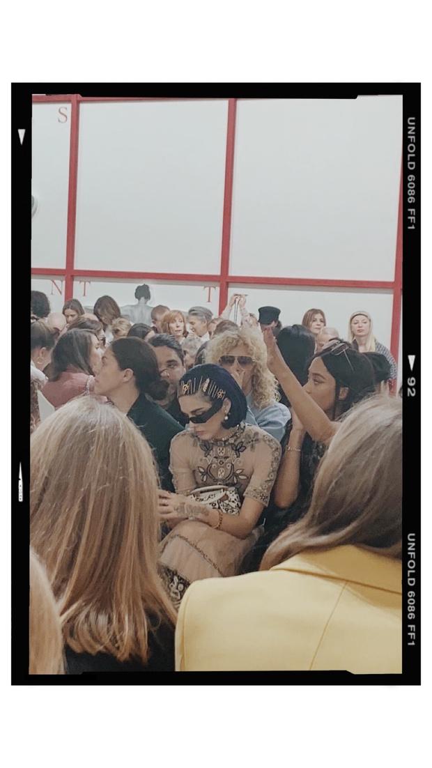 Бьюти-тренд: учимся носить заколки как модная парижанка (фото 2)
