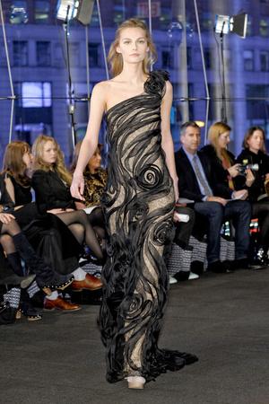 Показы мод Carmen Marc Valvo Осень-зима 2011-2012 | Подиум на ELLE - Подиум - фото 2389
