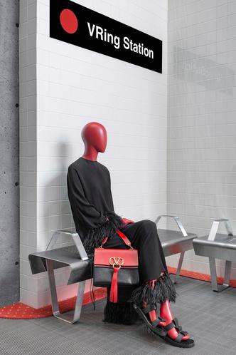 VRing Station: pop-up бутик Valentino в Монреале (фото 4.2)