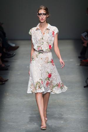Показ Vivienne Westwood Red Label коллекции сезона Весна-лето  2016 года prêt-à-porter - www.elle.ru - Подиум - фото 598950