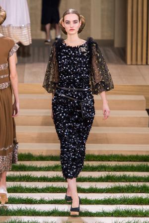 Показ Chanel коллекции сезона Весна-лето  2016 года haute couture - www.elle.ru - Подиум - фото 602758