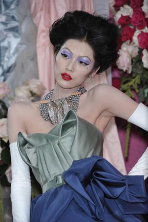Показ Christian Dior коллекции сезона Весна-лето 2010 года Haute couture - www.elle.ru - Подиум - фото 138471
