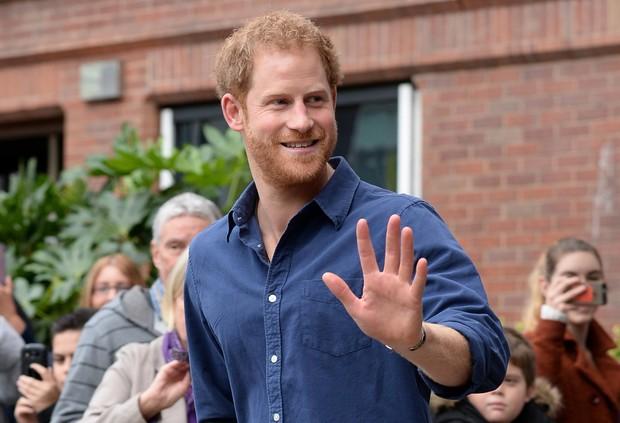 «Моя жизнь перевернулась с ног на голову»: принц Гарри впервые рассказал об уходе из королевской семьи (фото 3)