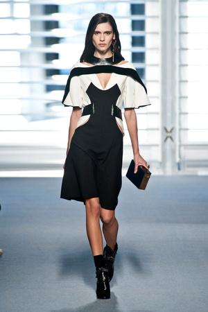 Показ Louis Vuitton коллекции сезона Осень-зима 2014-2015 года prêt-à-porter - www.elle.ru - Подиум - фото 583857