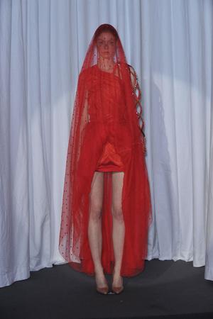 Показ Maison Martin Margiela коллекции сезона Весна-лето 2010 года haute couture - www.elle.ru - Подиум - фото 139132
