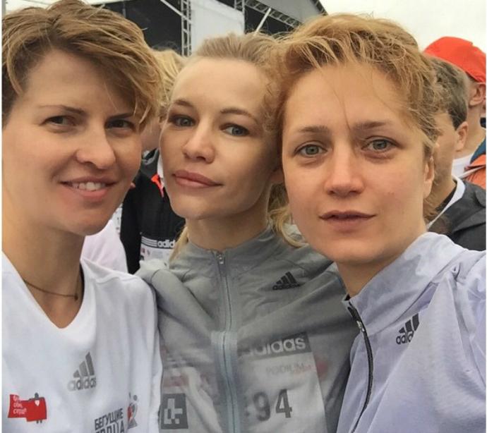Полина Киценко, Оксана Устинова и Виктория Исхакова