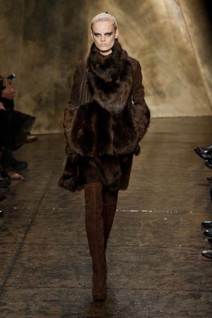 Показ Donna Karan коллекции сезона Осень-зима 2013-2014 года Prêt-à-porter - www.elle.ru - Подиум - фото 488459