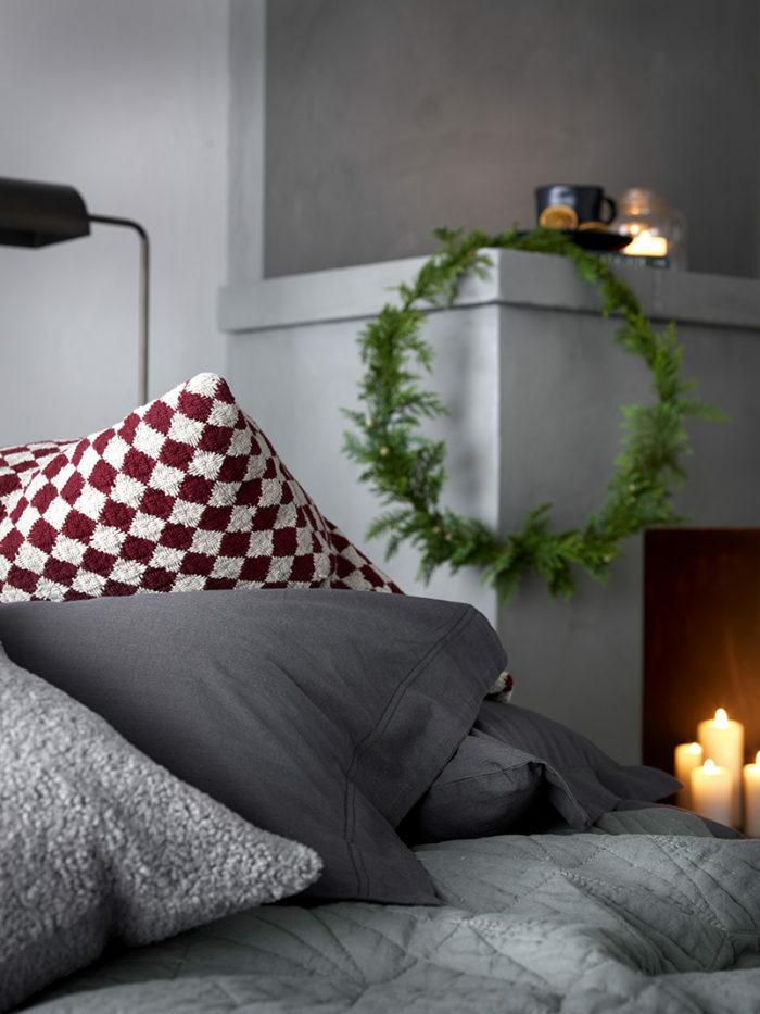 Зима, приходи! Новогоднее настроение в спальне (фото 21)