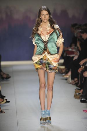Показ Moschino Cheap & Chic коллекции сезона Весна-лето 2009 года prêt-à-porter - www.elle.ru - Подиум - фото 83159