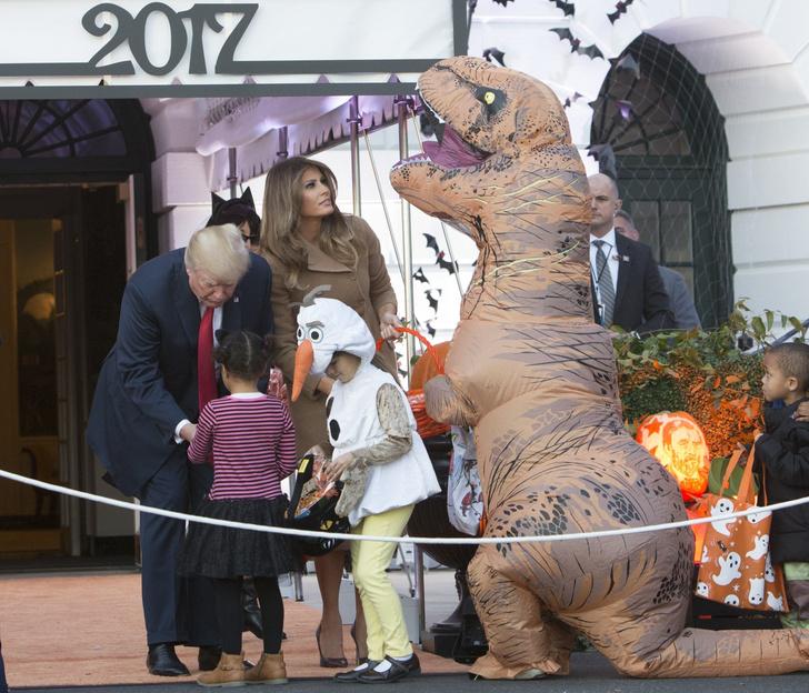 Дональд и Мелания Трамп отметили Хэллоуин в Белом доме фото [5]