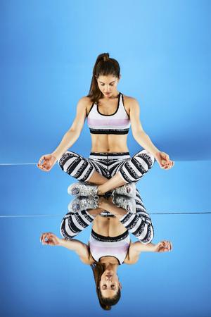 Аманда Черни стала лицом Guess Activewear (фото 5)