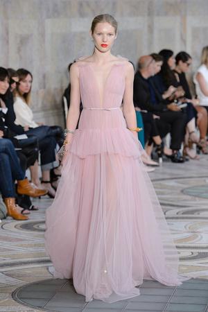 Показ Giambattista Valli коллекции сезона Осень-зима 2017-2018 года Haute couture - www.elle.ru - Подиум - фото 623868