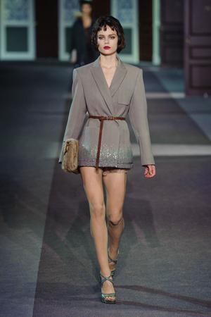 Показ Louis Vuitton коллекции сезона Осень-зима 2013-2014 года Prêt-à-porter - www.elle.ru - Подиум - фото 546969