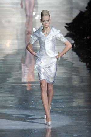 Показ Armani Prive коллекции сезона Весна-лето 2010 года Haute couture - www.elle.ru - Подиум - фото 138167