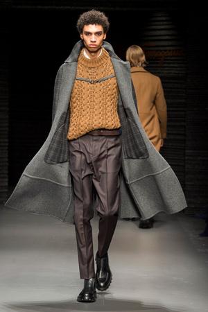 Показы мод Salvatore Ferragamo Осень-зима 2017-2018 | Подиум на ELLE - Подиум - фото 4750